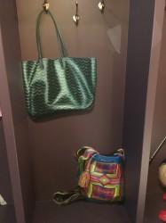 Detail van de geschilderde items